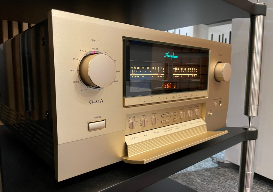 Accuphase E-800 ve studiu